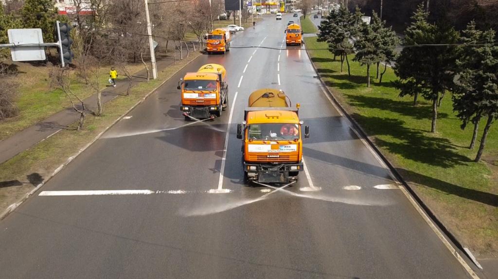 Коммунальная техника Ростова переведена на весенний режим работы для уборки улиц