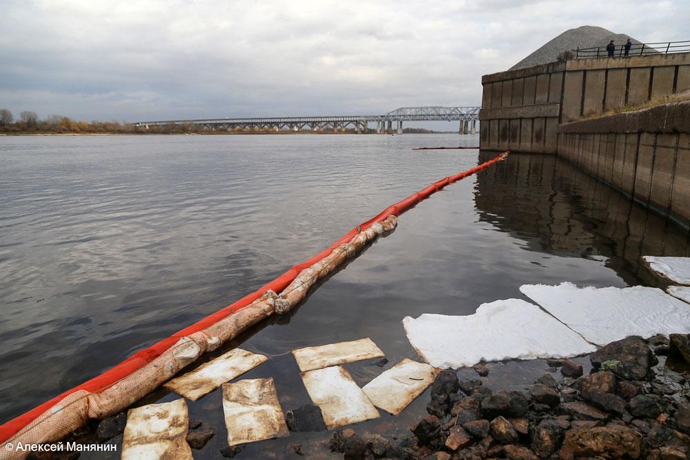 Нефтяное пятно убрали с Волги в Нижнем Новгороде